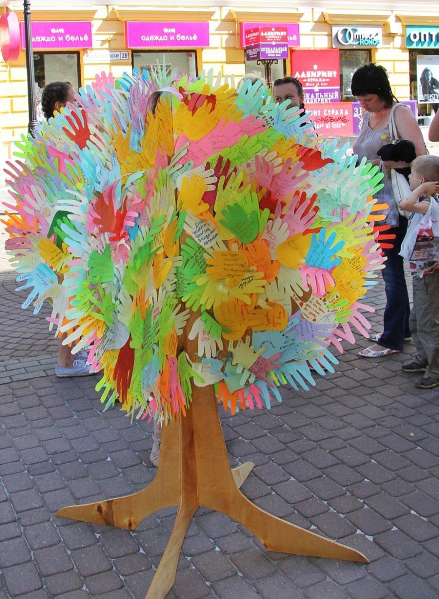 Дерево из ладошек своими руками 34